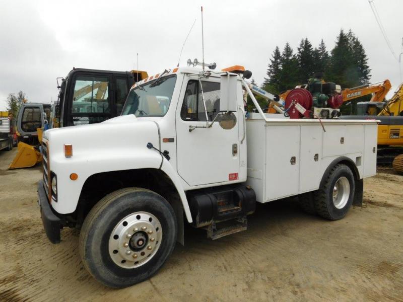 $14,950, INTERNATIONAL S1900 SERVICE TRUCK